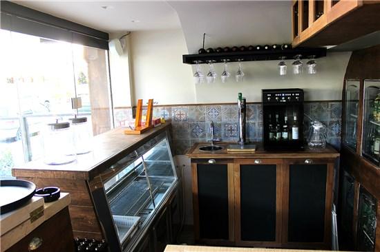 Μossets  & Vino  restaurant-bar,Glyfada